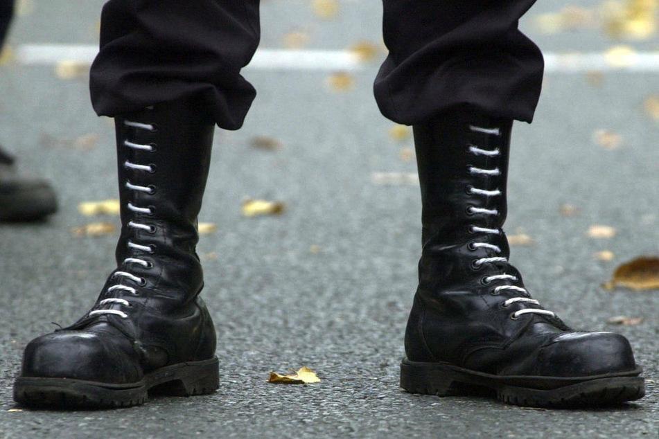Mit Machete und Schlagstöcken: Rechtsextreme auf Patrouille an polnischer Grenze