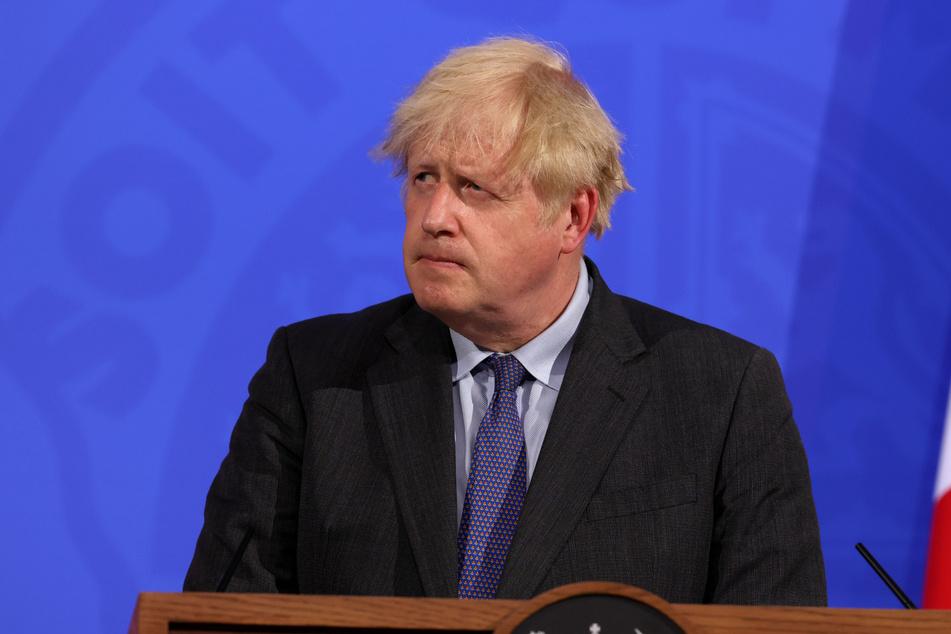 Der Blick spricht Bände: Boris Johnson, Premierminister von Großbritannien, ist alles andere erfreut über die schlechten Nachrichten zur Delta-Variante.
