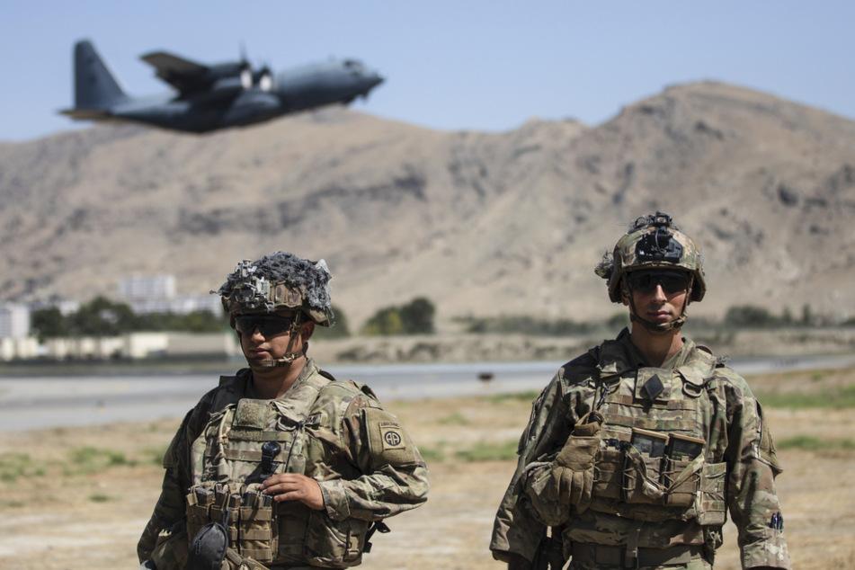 US-Soldaten sichern den Flughafen in Kabul.