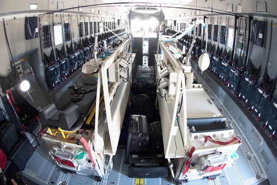 Ein Blick in den zur Intensivstation umgebauten Airbus A400M der deutschen Luftwaffe.