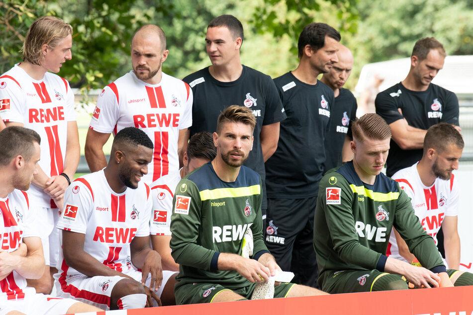 Einige Spieler des 1. FC Köln beim Mannschaftsfoto.