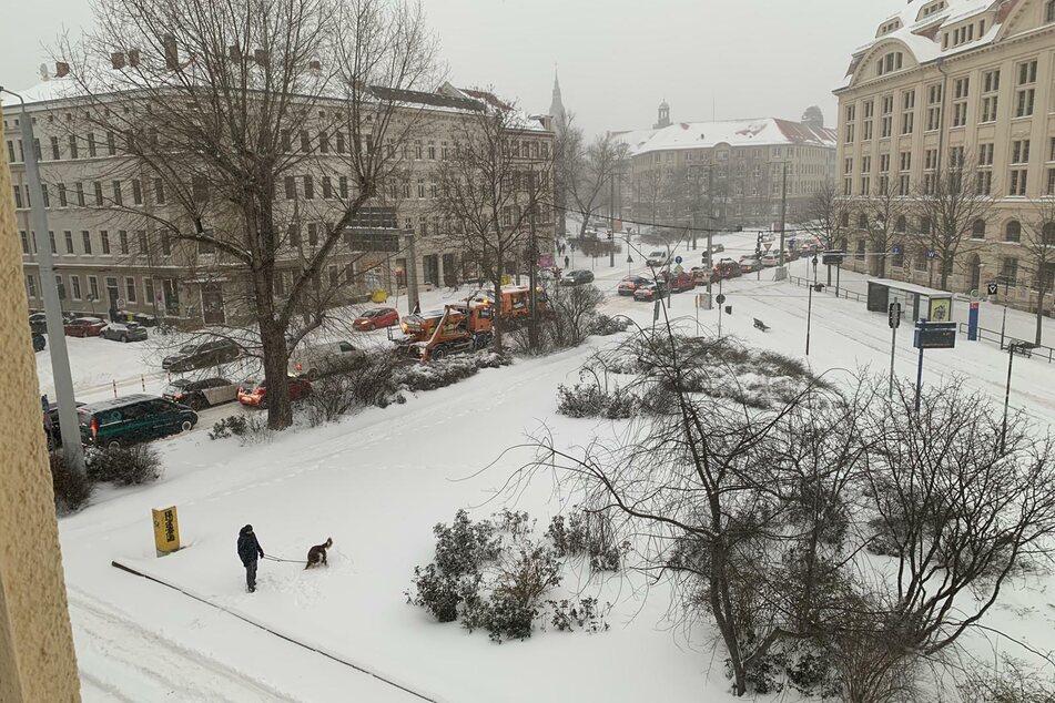 Am Wilhelm-Liebknecht-Platz standen die Räumfahrzeuge im Stau.