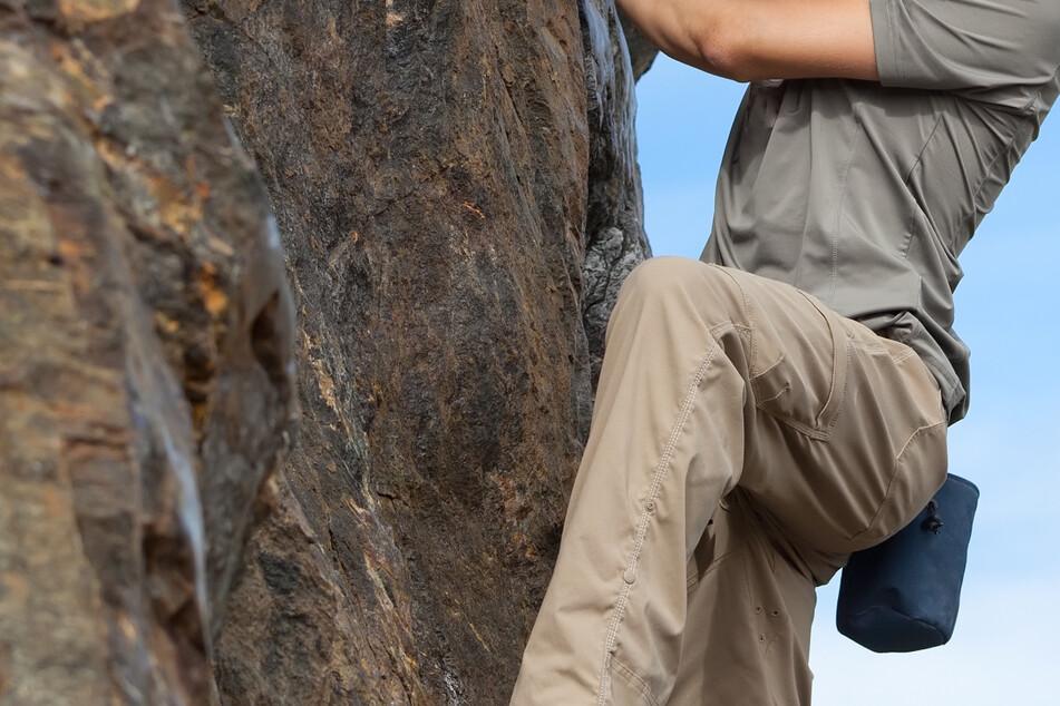 Kletterer rutscht von Felsen ab und verletzt sich bei Sturz schwer