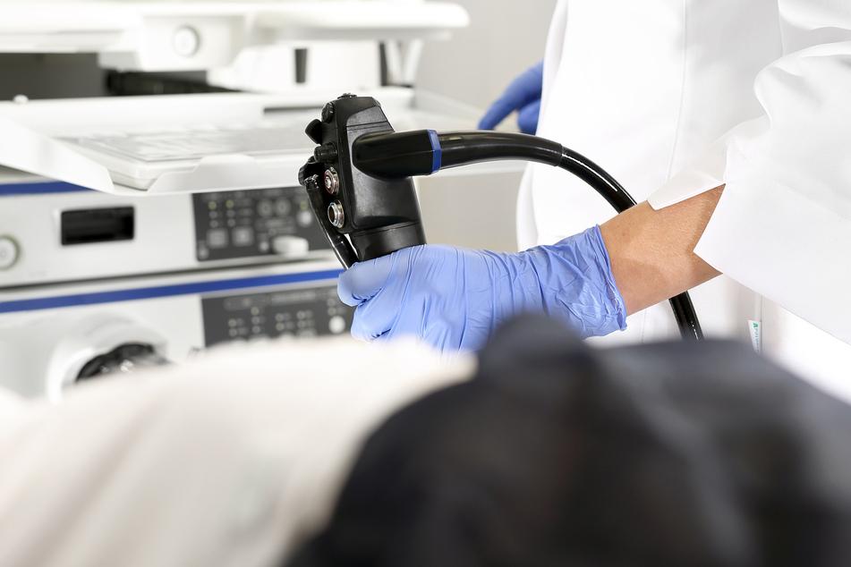 Bei Beschwerden ist in jedem Fall eine genaue Untersuchung zu empfehlen. Ein Arzt kann dann eine genaue Diagnose stellen. (Symbolbild)
