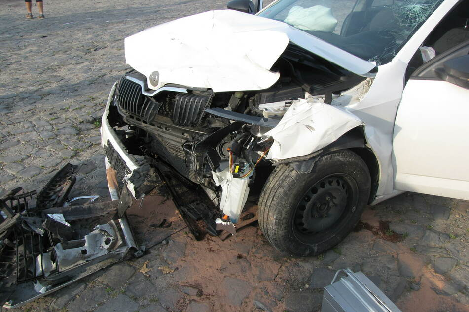 Es entstand ein hoher Sachschaden an allen beteiligten Fahrzeugen.