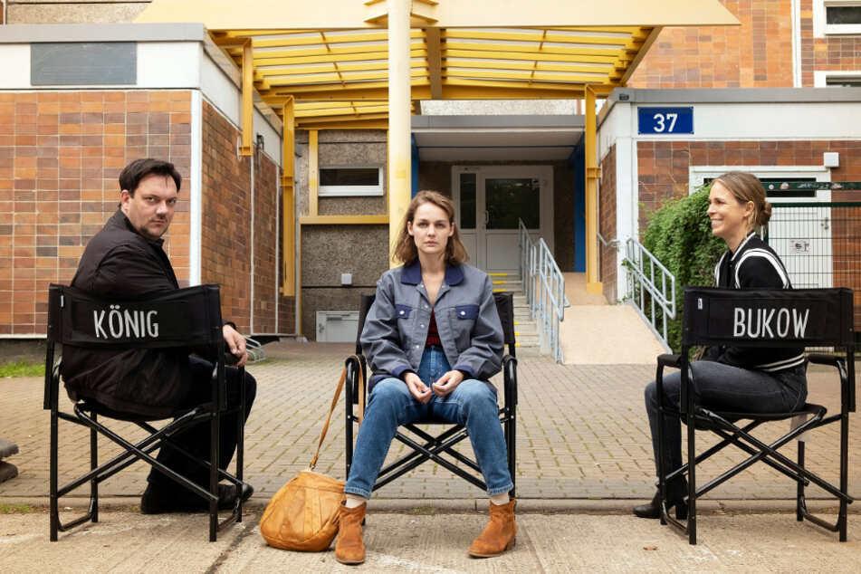 """Stehen für den neuen """"Polizeiruf 110"""" aus Rostock vor der Kamera (v.l.n.r.): Charly Hübner (48), Luise Heyer (35) und Anneke Kim Sarnau (49)."""