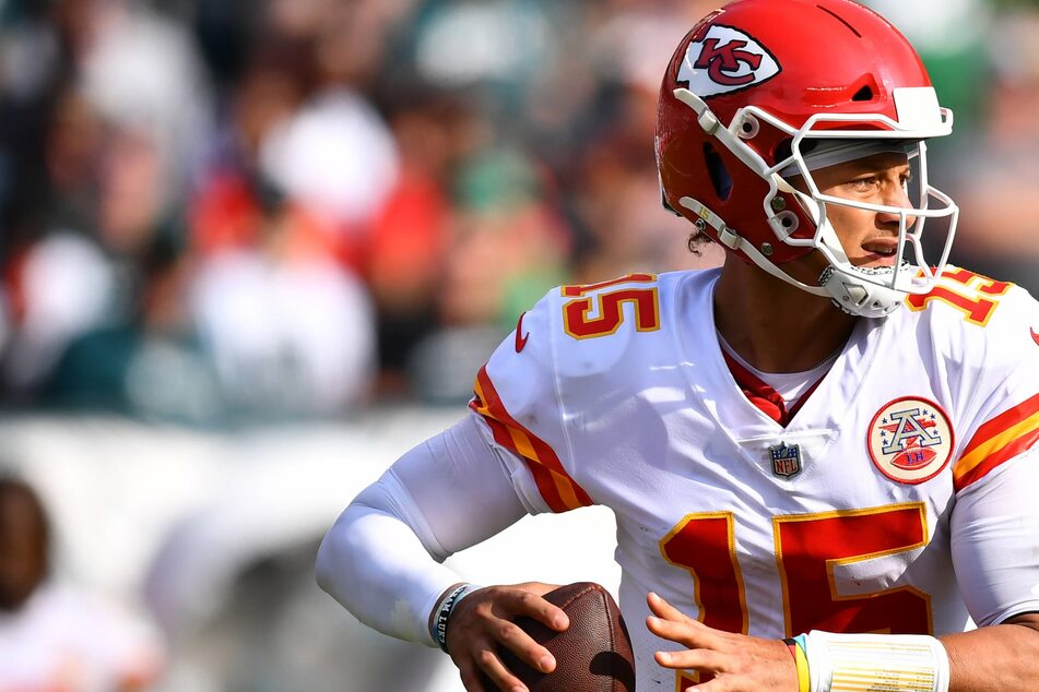 NFL: The Chiefs survive a shootout with the Eagles for a history-making road win