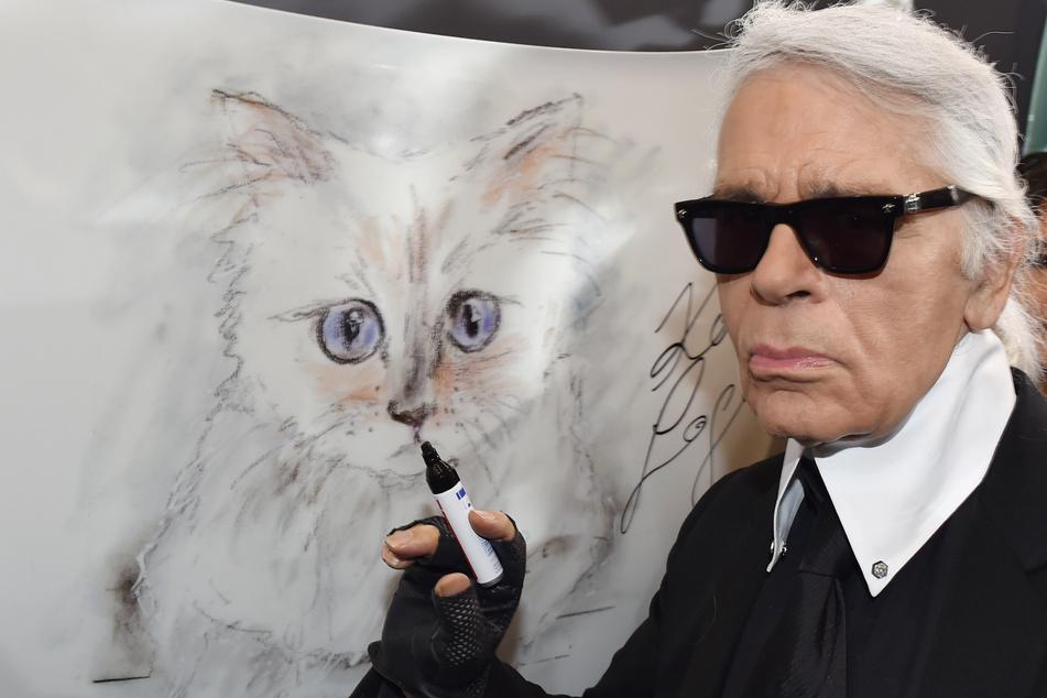 Karl Lagerfeld (✝85) arbeitete bis zu seinem Tod 2019 als Designer.