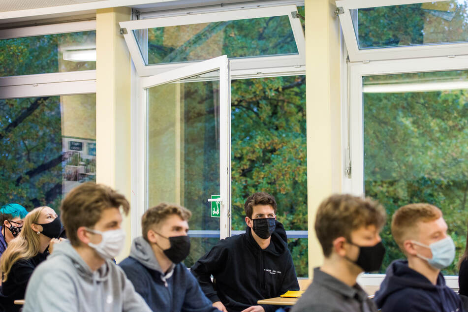 An Schulen in Nordrhein-Westfalen fällt wieder weniger Unterricht aus. (Symbolbild)