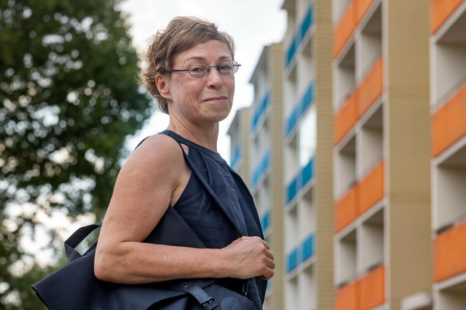 Corina Krug (56) hat negative Erinnerungen an ihre Zeit im Fritz-Heckert-Gebiet.