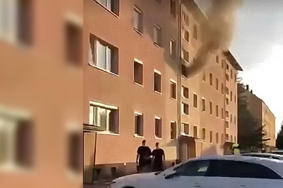 Eine schwarze Rauchsäule stieg am Sonntagabend aus einem Mehrfamilienhaus in Ellrich.