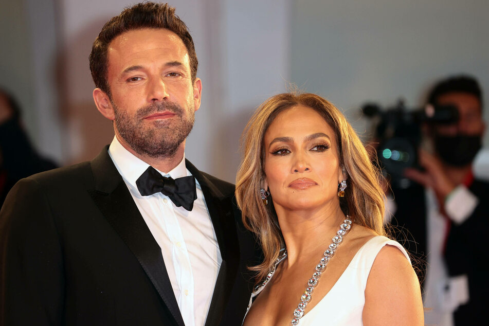 On Sunday, Jennifer Lopez (r) and Ben Affleck (l) gave their first joint interview since their reunion.