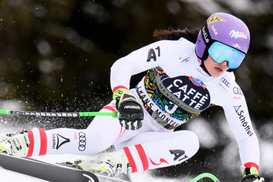 Das österreichische Pisten-Ass Anna Veith legt sich auf einer Schweizer Rennstrecke in die Kurve.