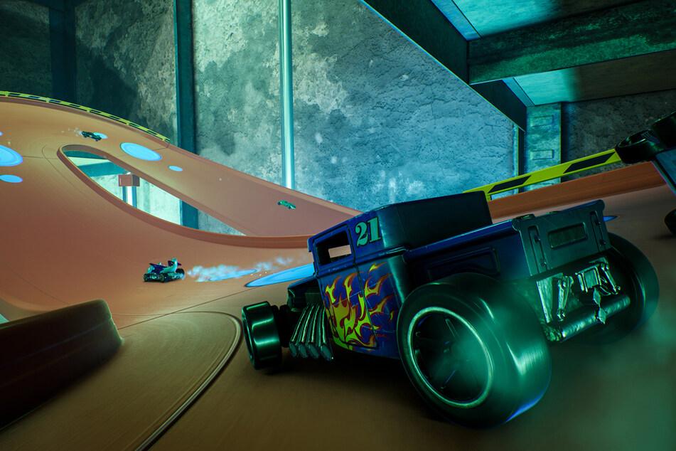 Die Original Hot-Wheels-Klassiker auf übertrieben großen Spielzeugstrecken? Immer her damit.