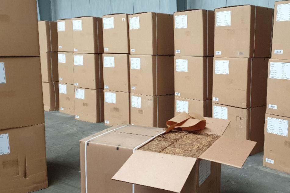 Tonnenweise Rauchtabak in Lagerhallen: Fahnder beweisen den richtigen Riecher