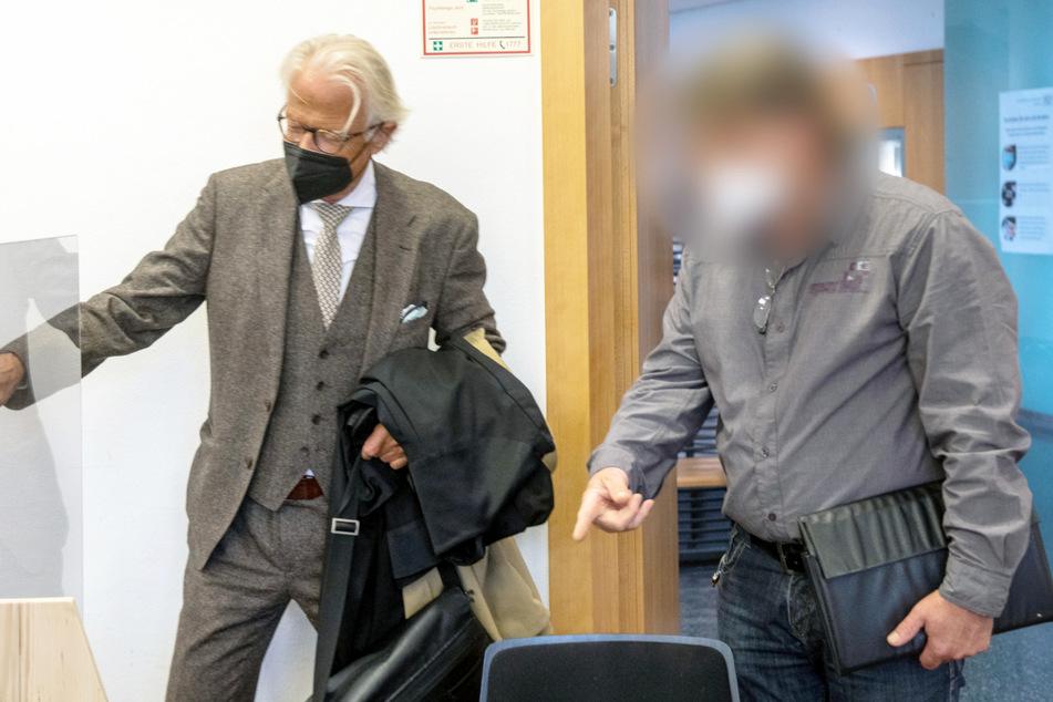 Der Augsburger Polizist (53, r.) wurde am Donnerstagmittag verurteilt.