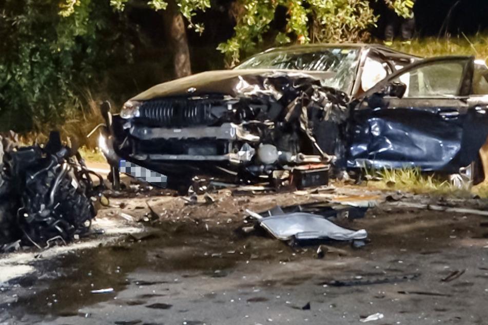 Die Insassen des BMW wurden durch den Unfall schwer verletzt.