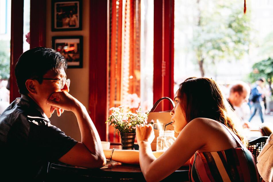 Im Netz entfachte eine Diskussion darüber, wer beim ersten Date die Rechnung zahlen sollte (Symbolbild).