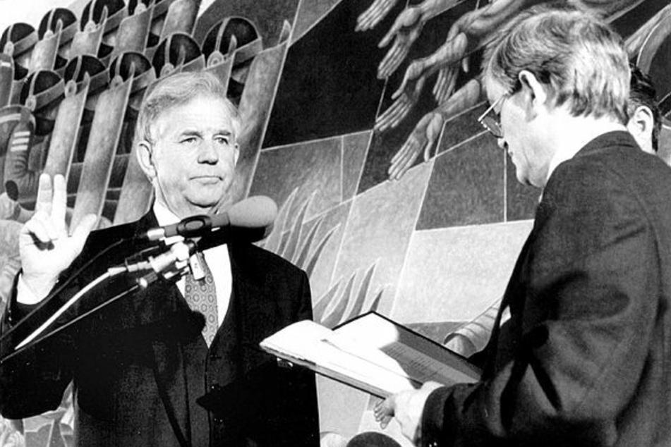 Biko bei der Vereidigung zum sächsischen Ministerpräsidenten am 8. November 1990 (links: Erich Iltgen †).