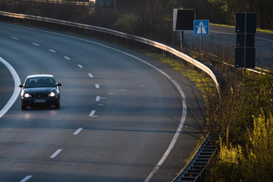 Mann macht Spaziergang auf Autobahn: Seine Begründung lässt zu wünschen übrig