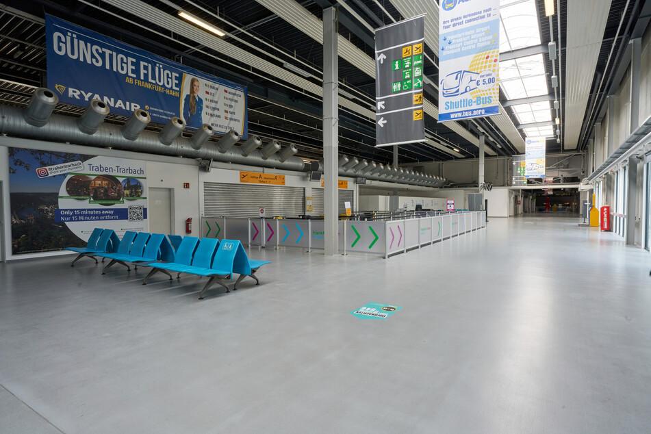 Das Passagierterminal des Flughafens Hahn ist menschenleer. Bald schon können sich hier Reisende auf das Coronavirus testen lassen.