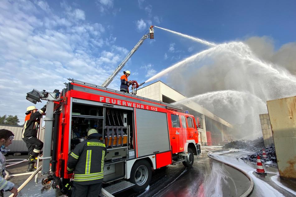 Insgesamt rund 70 Einsatzkräfte konnten dem Feuer Herr werden.