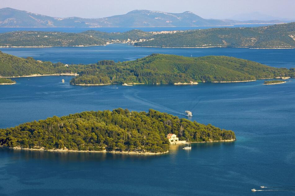 Das sind die Inseln Madouri (vorn) und Skorpios (hinten) bei Lefkada.