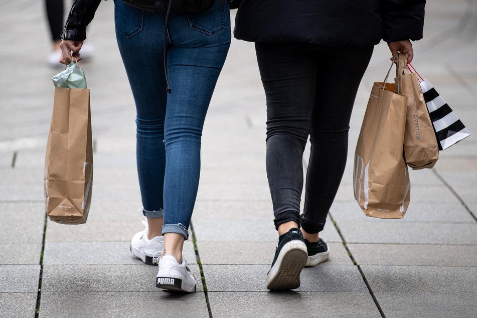 Diebisches Duo: Mutter und Tochter plündern Textil-Discounter