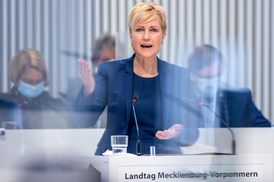 Mecklenburg-Vorpommerns Ministerpräsidentin Manuela Schwesig (46, SPD) fordert mehr Impftempo.