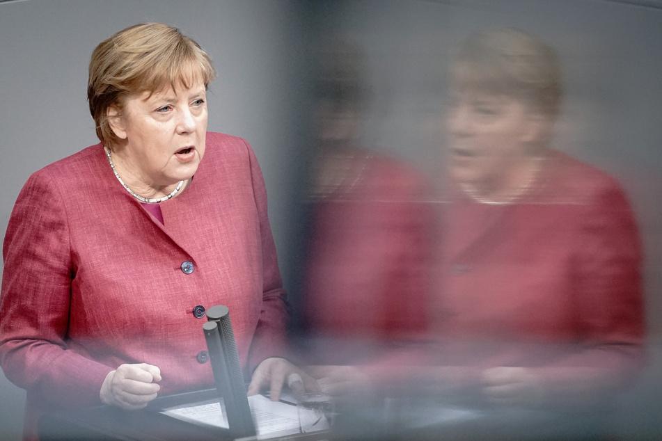 Bundeskanzlerin Angela Merkel (66, CDU) am Freitag bei der Sitzung des Bundestages.
