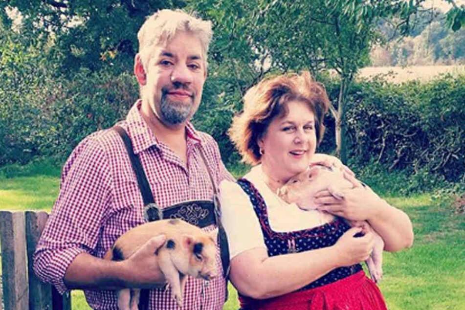 """Uwe Abel (50) und seine Iris (52) lernten sich 2011 bei """"Bauer sucht Frau"""" kennen, sind seitdem unzertrennlich."""