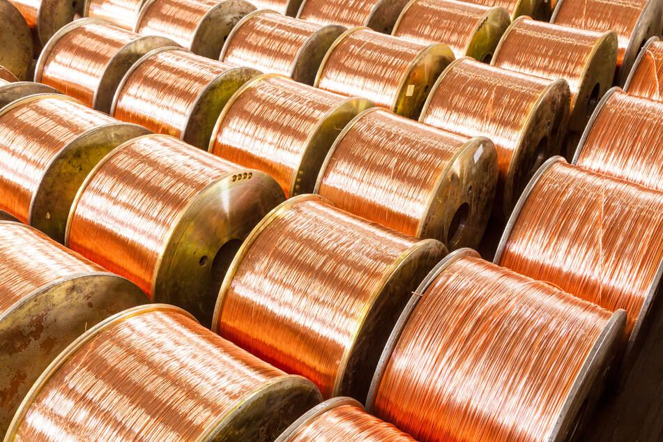 Im Vogtland haben Unbekannte mehrere Kilometer Kupferkabel von einem Gelände eines Kabelwerks gestohlen. Wert: etwa 36.500 Euro (Symbolbild)!