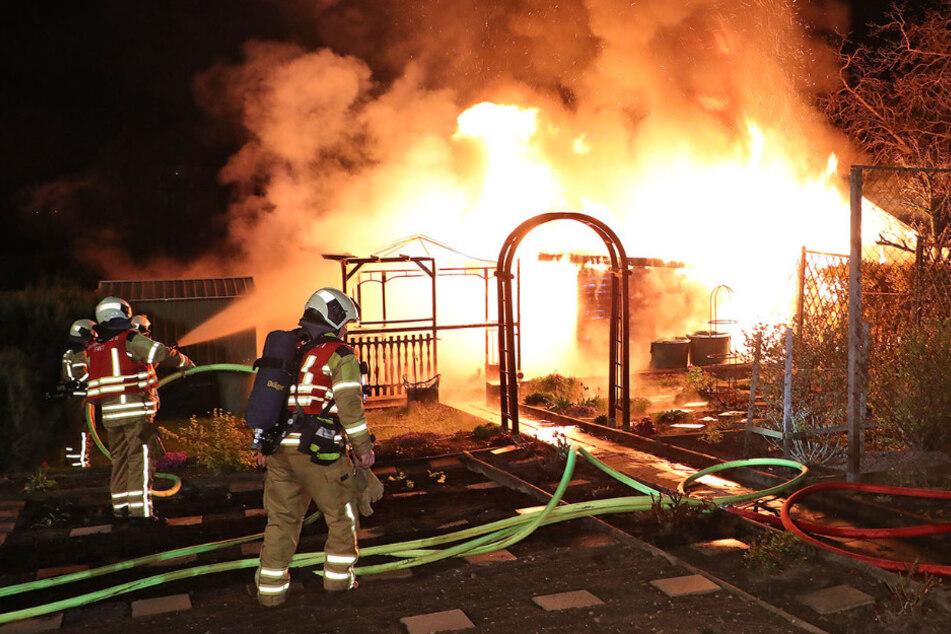 Dresden: Feuerwehreinsatz in Cotta: Schon wieder brennt eine Dresdner Gartenlaube!