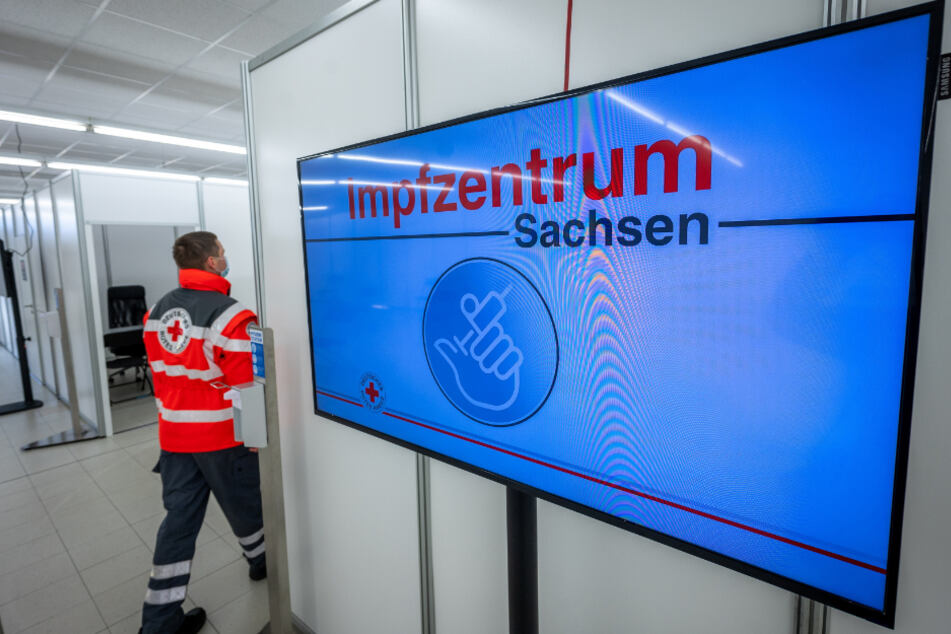 Abwarten und Tee trinken: Sachsens Impfzentren (hier in Chemnitz) sind startbereit. Nur ausreichend Impfstoff fehlt noch.