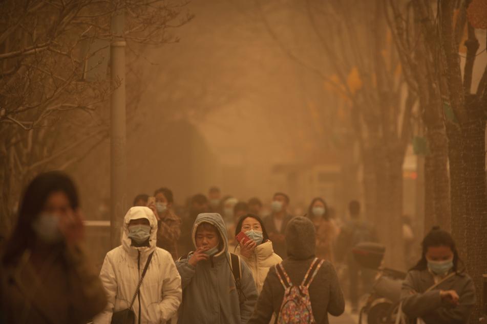 """""""Gelber Alarm""""! Heftiger Sandsturm fegt über China"""