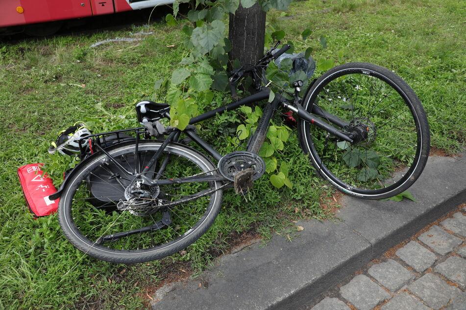 Der Radfahrer erlitt schwere Verletzungen und wurde ins Krankenhaus eingeliefert.