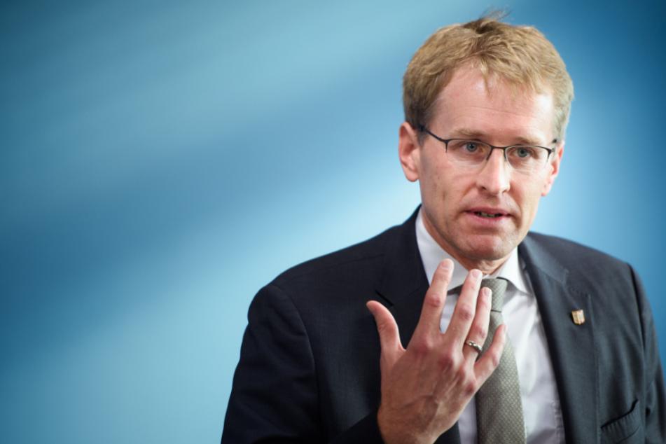 Schleswig-Holsteins Ministerpräsident Daniel Günther (47, CDU) will erst die Entwicklung der Infektionszahlen abwarten, bevor weitere Maßnahmen beschlossen werden.