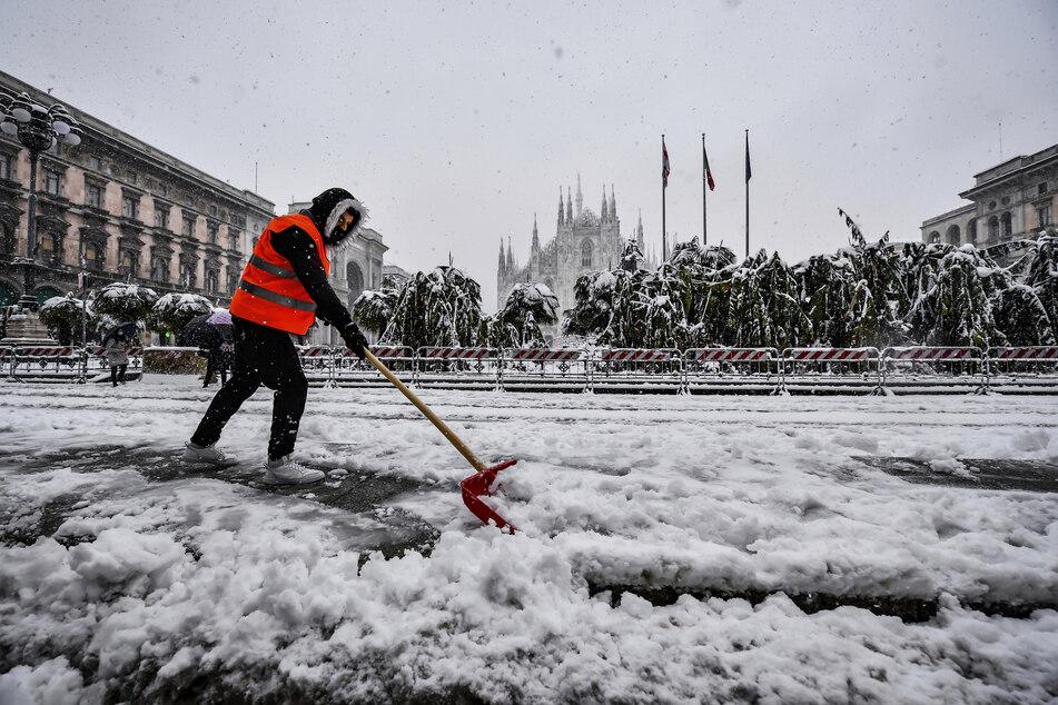 Starke Schneefälle legen Italien lahm! Ein Feuerwehrmann stirbt