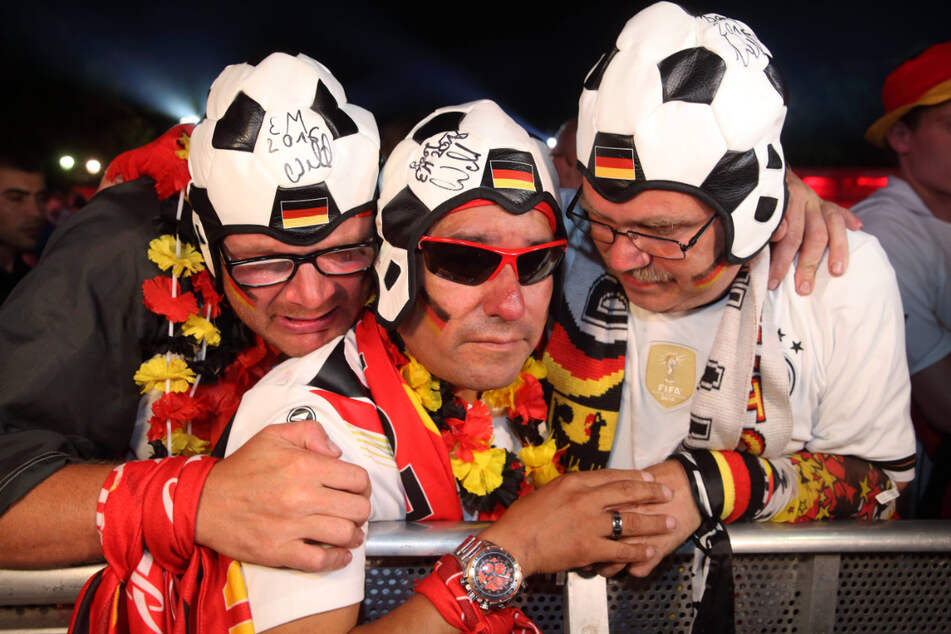 Mitfiebern in Schwarz-Rot-Gold - die deutsche Nationalmannschaft steigt am 15. Juni mit dem Spiel gegen Weltmeister Frankreich ins Turnier ein.