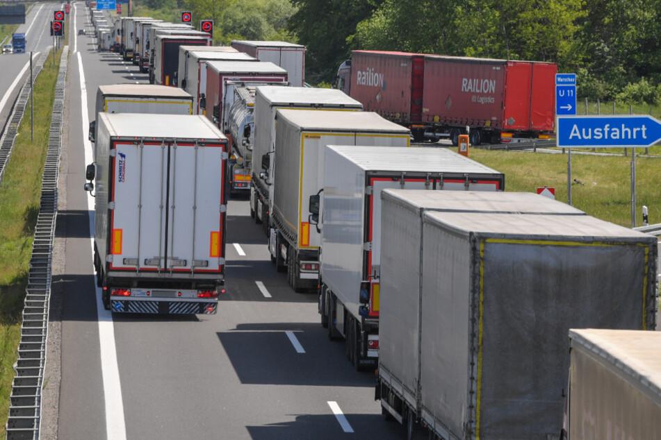 Lastwagen dürfen in NRW bald auch an Feiertagen fahren