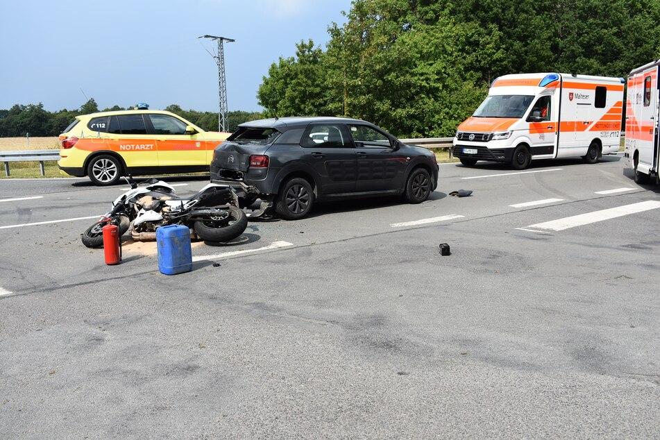 Kawasaki kracht auf Citroen: Biker schwer verletzt