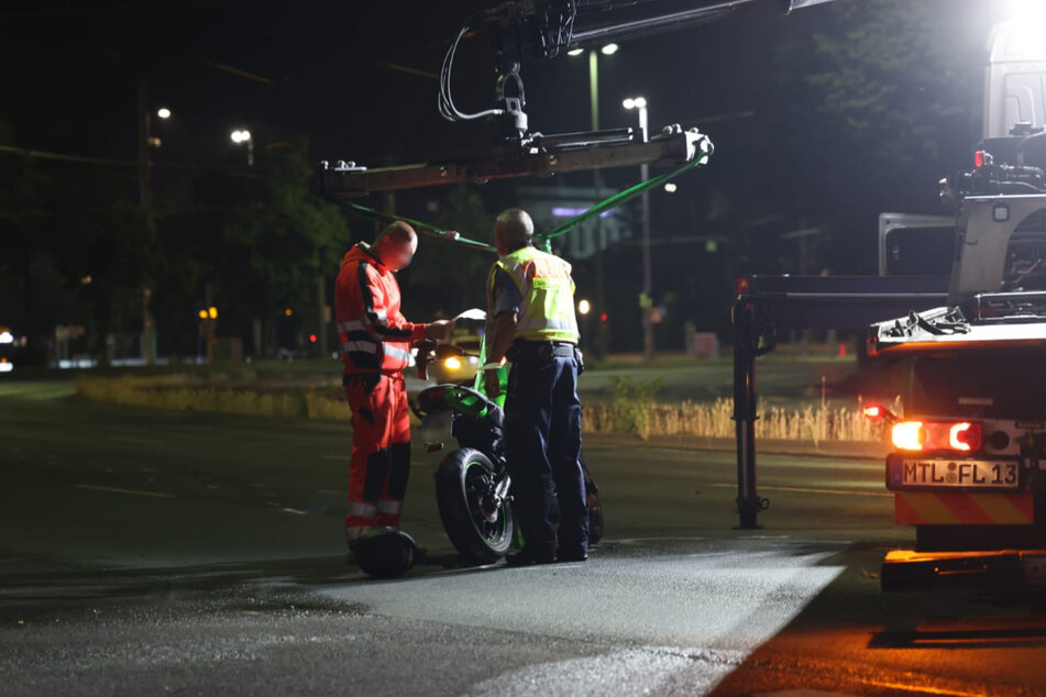 Das Motorrad musste nach dem Unfall geborgen und abgeschleppt werden.