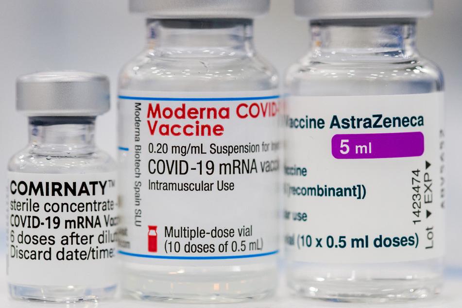 Die Corona-Impfstoffe von Pfizer-BioNTech, Moderna und AstraZeneca.