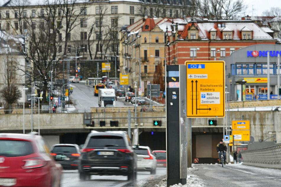 Die beiden Waldschlößchenbrücke-Blitzer spülten 348.080 Euro in die Stadtkasse, das sind etwa 130.000 Euro weniger, als im Vorjahr.