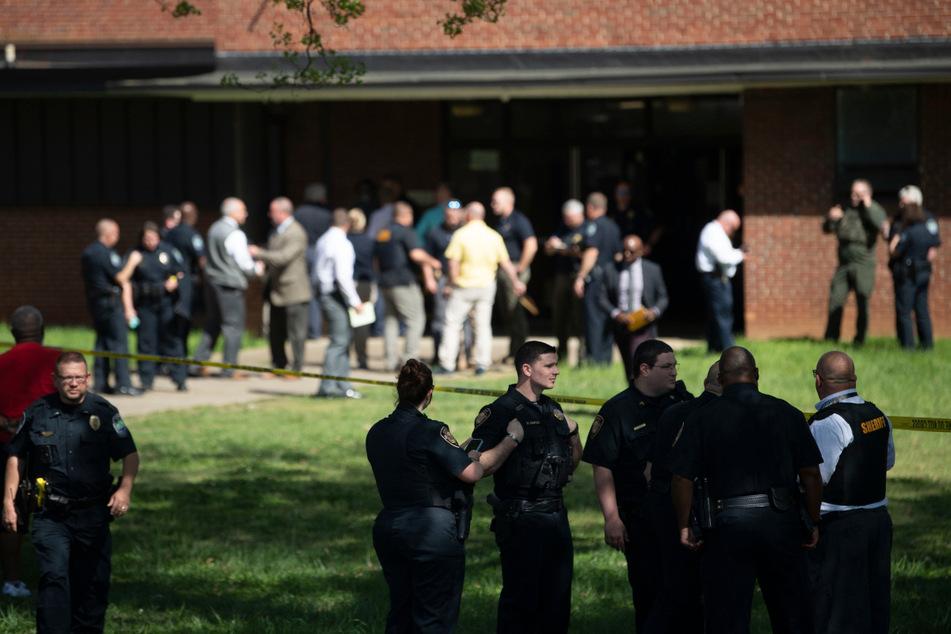 Schusswechsel an High School: Schüler durch Polizeikugel getötet