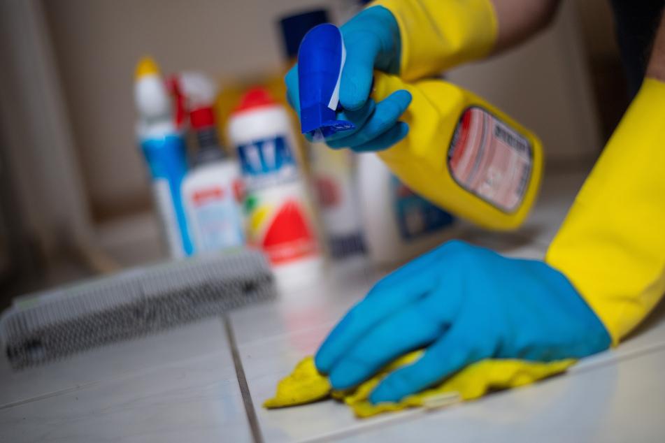 Mehr als 40 Prozent der Menschen in Deutschland klagen über eine Zunahme der Hausarbeit durch die Corona-Pandemie.