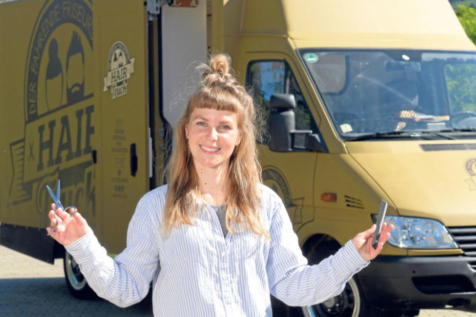 Dresden: Frisörin fährt mit zum Frisiersalon umgebauten Truck auf Arbeit