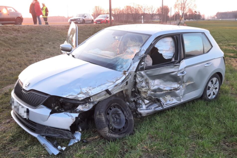 Der zerbeulte Skoda nach dem Unfall.