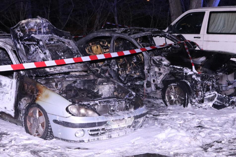 Erneute Brandnacht in Berlin: Zwei Autos abgefackelt