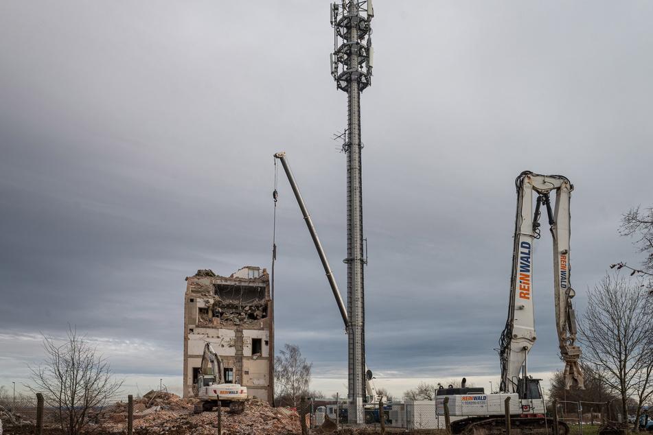 Der Unterhalt des Turms war zu teuer. Deshalb wurde bereits 2019 daneben ein Mast gebaut.